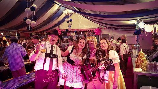 Stephan Barneveld - Zanger, gitarist & entertainer - themafeest met livemuizek, dj & decoratie - Oktoberfest, Après Ski party, tirolerfeest of bierfeest - altijd 100% feest!