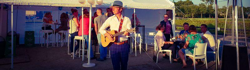 Stephan Barneveld - zanger/gitarist en entertainer - voor al uw feesten - bedrijfsfeesten, personeelsfeesten, bruiloftsfeesten, huwelijksfeest - dorpsfeest , themafeest - livemuziek en dj - inclusief reiskosten en btw - trouwfeest, vrijmibo, receptie of borrel - zelf in het buitenland - borrel, vrijmibo of festival - ibiza
