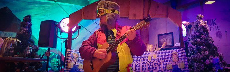Après Ski Party - met de foutste après ski knallers! - Feest met livemuziek met zanger, gitarist en entertainer, dj, decoratie - zeer geschikt voor dorpshuizen, bedrijfsfeesten, theaters, cruiseschepen, verjaardagen of gewoon feest