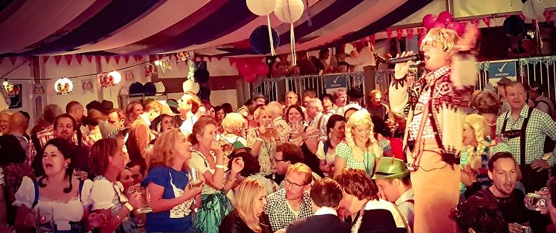 Oktoberfest met live muziek, zanger/gitarist, dj & entertainment - bierfeest, tiroleravond, oktoberfest - altijd feest - apres ski party