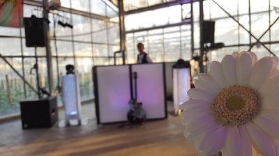 Pioneer dj set - live muziek & deejay - Stephan Barneveld - zanger, gitarist & entertainer voor feesten - themafeesten, bedrijfsfeesten, bruiloften, privefeesten, of gewoon feest! livemuziek, dj, decoratie en entertainment voor een uniek feest - borrel, feest of vrijmibo - 100% feestgarantie