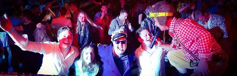 Carnaval themafeest met zanger/gitarist en entertainer Stephan Barneveld en dj - bedrijfsfeest, feestdag of gewoon feest - bierfeest, oktoberfest, festival feest of ander feest, geen probleem!