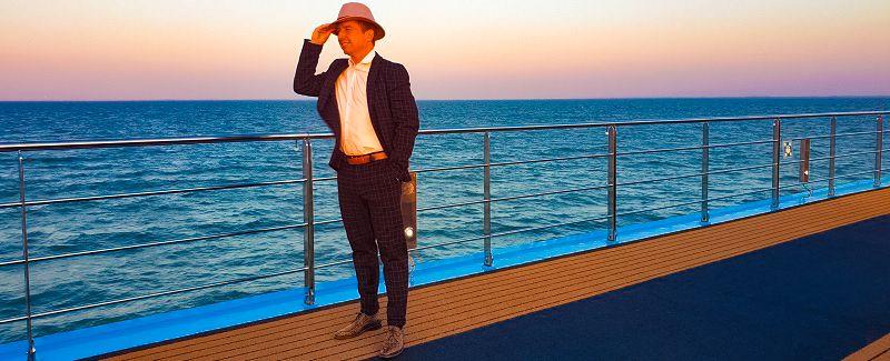 Stephan Barneveld - Zanger, gitarist & entertainer - Livemuziek & dj in Nederland of buitenland - Muziek en entertainment op cruiseschepen, boten, jachten, schepen of op een andere feestlocatie zoals een kasteel, tijdens een festival of event, bedrijfsfeest, personeelsfeest of een andere gelegenheid - cruiseboot
