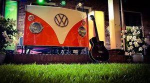 Timemachine - Timemachine - Terug in de tijd met dit fantastische themafeest - back to the 60's 70's 80's 90's en 00's tijdens deze doldwaze feestavond - leuk voor bedrijfsfeesten, personeelsuitjes, dorpsfeesten, privefeesten, eigenlijk voor alle feesten - dj-booth volkswagenbusje T1