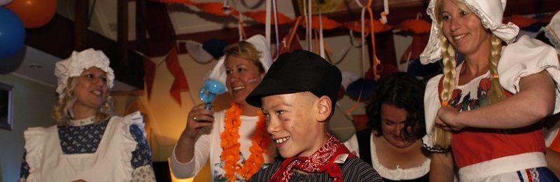Heel Holland feest - Ik hou van holland quiz - hollandse avond met zanger en deejay - Hilarische Ik hou van holland quiz - Live Muziek & DJ - themafeest met zanger/gitarist en dj voor een uniek feest event of evenement - all-in feestpakket voor een onvergetelijke feestavond - bedrijfsfeest, personeelsfeest, themafeest, bruiloft, huwelijksfeest, jubileum, vrijmibo, borrel of een ander feest - boek hier livemuziek, dj en entertainment voor elk feest - feest op maat voor een vaste prijs - 100% feest