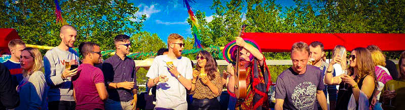 Festival party of Beach feest - Geniet tijdens dit zonnige themafeest - Feest met livemuziek met zanger, gitarist en entertainer, dj, decoratie - zeer geschikt voor dorpsfeesten, tentfeesten, bedrijfsfeesten, theaters, cruiseschepen, verjaardagen of gewoon feest