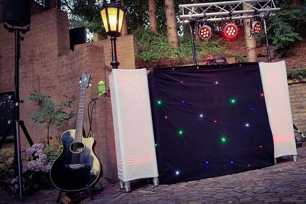Live Muziek & DJ - met zanger/gitarist Stephan Barneveld - Kies jullie eigen uitstraling met deze prachtige sterren dj-booth - Feest op het strand, op de boot, in een kasteel of ergens anders, alles is mogelijk! Bruiloft, trouwfeest, bedrijfsfeest, themafeest, borrel, vrijmibo, of kerst - kies je eigen uitstraling - vintage of retro dj booth of juist moder, alles kan