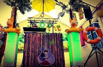 Tropisch feestje met zanger en dj - Beachparty of strandfeest met zomerse muziek - haal de zon in huis! Live Muziek & DJ - themafeest met zanger/gitarist en dj voor een uniek feest event of evenement - all-in feestpakket voor een onvergetelijke feestavond - bedrijfsfeest, personeelsfeest, themafeest, bruiloft, huwelijksfeest, jubileum, vrijmibo, borrel of een ander feest - boek hier livemuziek, dj en entertainment voor elk feest - feest op maat voor een vaste prijs - 100% feest