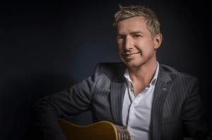 Stephan Barneveld - zanger, gitarist en entertainer - bedrijfsfeest, evenement, event, bruiloft, privé feest of themafeest met livemuziek & dj