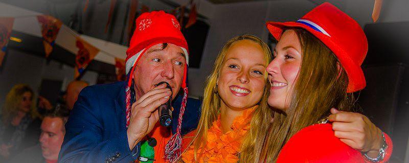 Heel Holland feest - Ik hou van holland quiz - hollandse avond met zanger en deejay - Hilarische Ik hou van holland quiz - Live Muziek & DJ - themafeest met zanger/gitarist en dj voor een uniek feest event of evenement - all-in feestpakket voor een onvergetelijke feestavond - bedrijfsfeest, personeelsfeest, themafeest, bruiloft, huwelijksfeest, jubileum, vrijmibo, borrel of een ander feest - boek hier livemuziek, dj en entertainment voor elk feest - feest op maat voor een vaste prijs - 100% feest  - kijk ook eens bij ons festival thema, 80's 90's feest of foute kerstfeest - feest