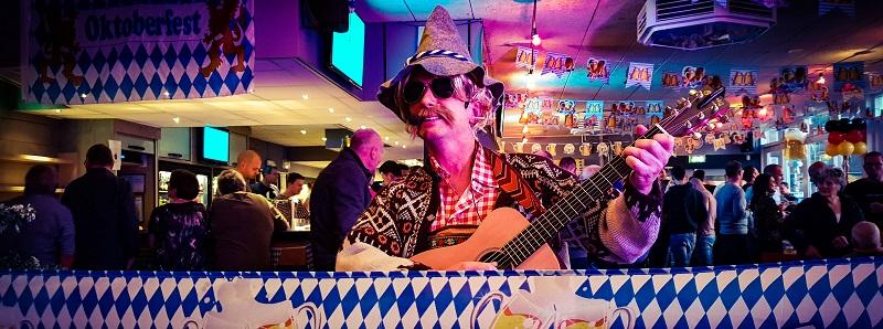 Oktoberfest met live muziek, zanger/gitarist, dj & entertainment - bierfeest, tiroleravond, feest!
